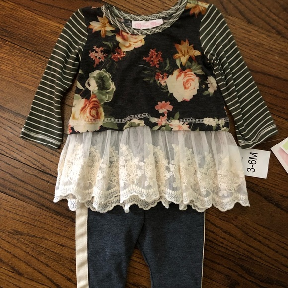Bonnie Jean Other - NWT  two piece long sleeve tunic and pants
